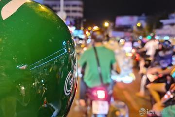 Gọi xe đêm Tết Dương lịch: Khách bực bội, tài xế mệt mỏi