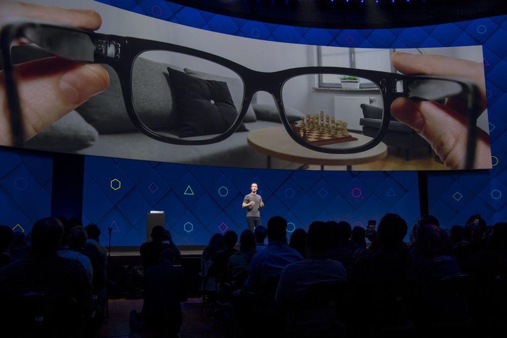 Kính thông minh Facebook ra mắt 'không sớm thì muộn' ngay trong năm nay