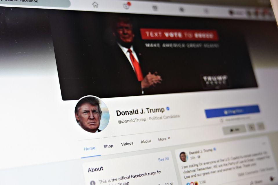 Facebook cấm ông Trump đăng bài đến hết nhiệm kỳ