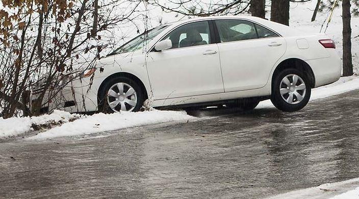 Cách lái xe an toàn trên mặt đường trơn do băng tuyết