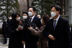 'Thái tử' ngồi tù, Samsung gặp hạn lớn