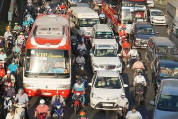 Taxi, xe hợp đồng không được dừng, đỗ tại các vùng dịch