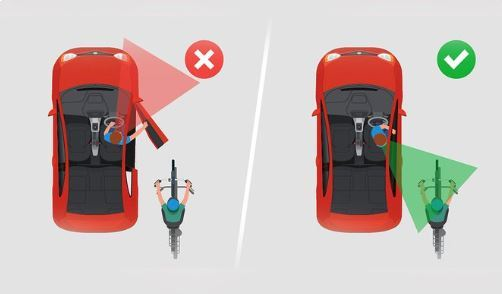 Những nguyên tắc an toàn khi mở cửa xe không phải ai cũng biết