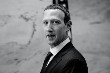 """Đến lúc phải cứng rắn với """"kẻ bắt nạt"""" Facebook"""