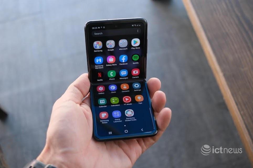 Điện thoại màn hình gập Z Flip giảm giá 15 triệu đồng