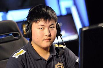 Uzi rời RNG và mặt trái của các hợp đồng thể thao điện tử chuyên nghiệp