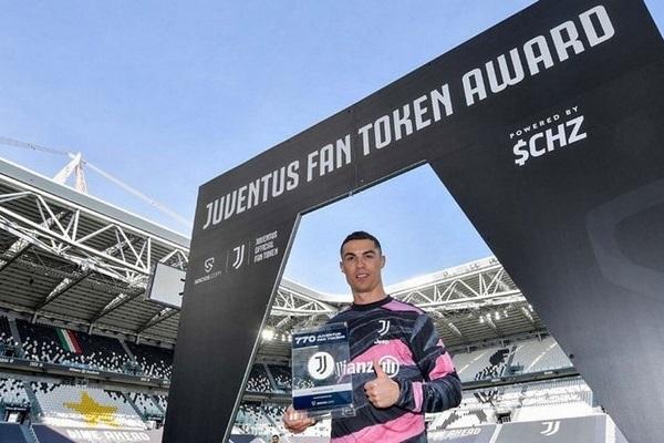Siêu sao Cristiano Ronaldo, cầu thủ đầu tiên được tặng tiền mã hóa