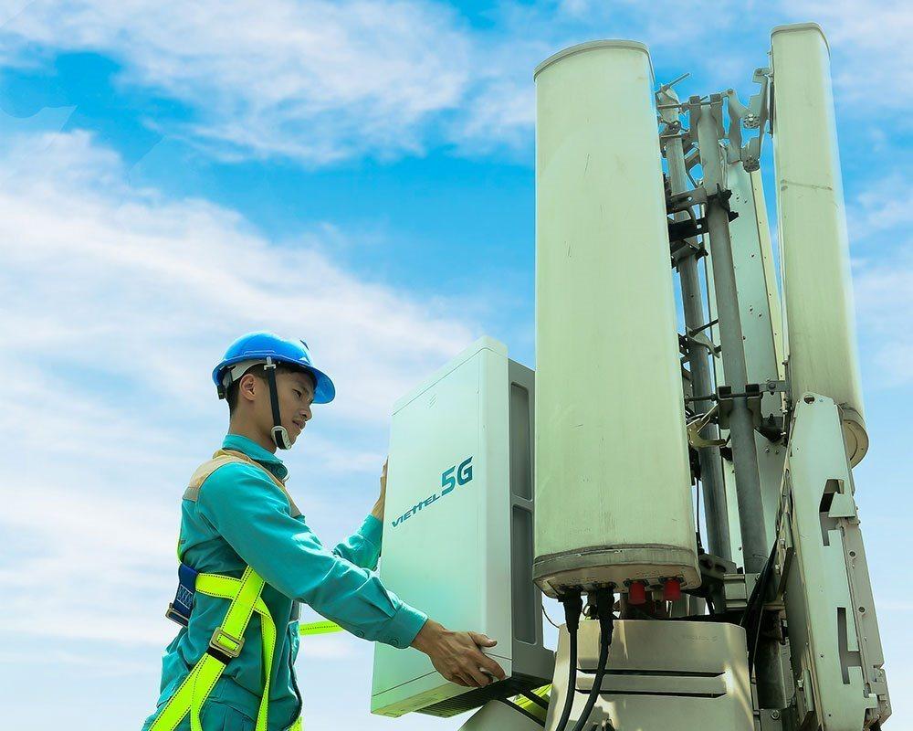 Vingroup chuyển giao dự án sản xuất thiết bị viễn thông 5G sang Viettel để  tập trung sản xuất smartphone