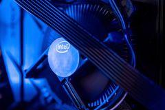 Intel dùng 20 tỷ USD 'đấu' các nhà sản xuất bán dẫn châu Á