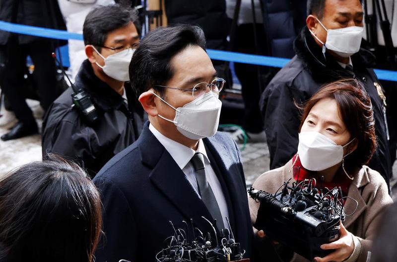 'Thái tử Samsung' vỡ ruột thừa, hoãn phiên tòa xét xử sang tháng 4
