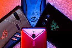 Điện thoại chơi game 'sống mòn' trên mảnh đất mầu mỡ