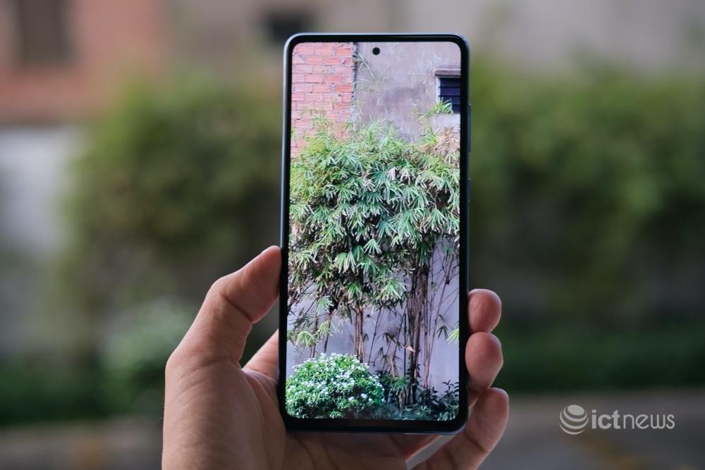 Cận cảnh Galaxy A72: Thêm khả năng chống nước, camera 64MP