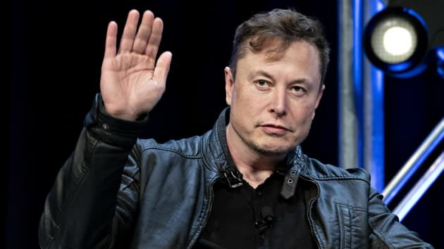 Elon Musk phải xóa tweet từ 3 năm trước