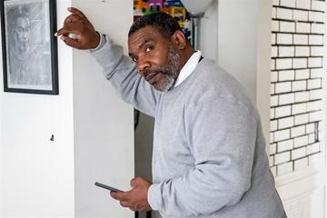 'Sau 37 năm ở tù, tôi cầm iPhone và không biết làm gì'