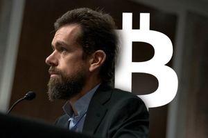 """Động thái lạ của CEO Twitter trong ngày sinh nhật """"cha đẻ Bitcoin"""""""