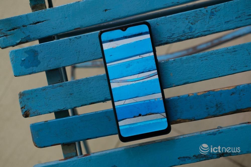 Smartphone màn hình rộng, pin 5.000mAh trong tầm giá 2 triệu