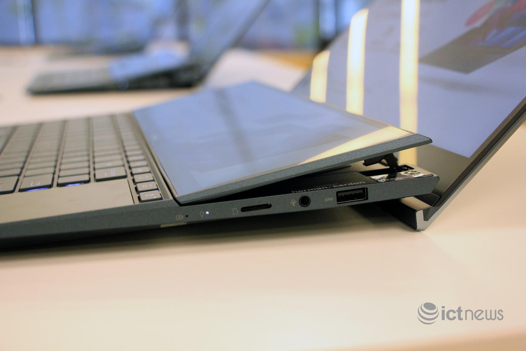Cận cảnh laptop hai màn hình, giá từ 30 triệu đồng cho dân văn phòng