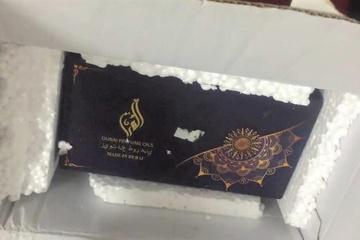 Mua iPhone 12 trên sàn TMĐT, nhận được hộp nước hoa Dubai