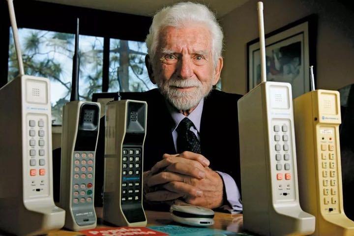 Điện thoại di động đã thay đổi cuộc sống ra sao
