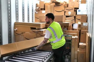Amazon tăng lương cho hơn nửa triệu lao động