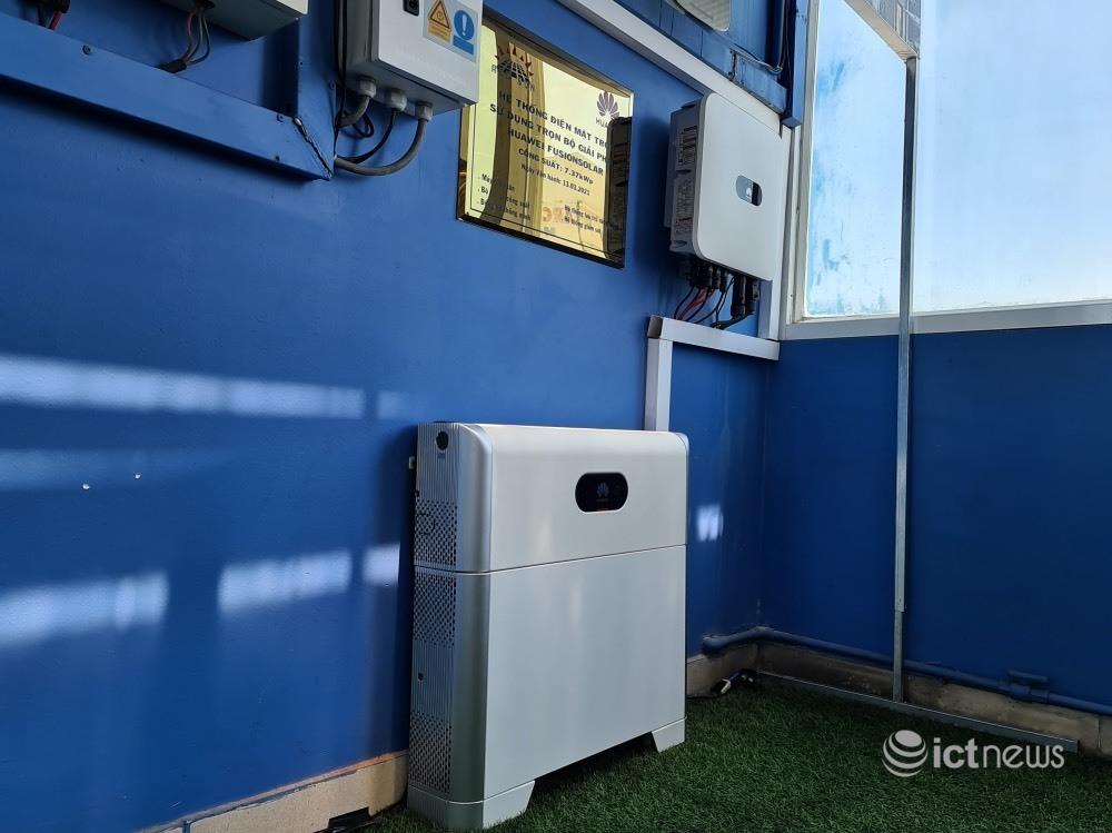 Đưa pin lưu trữ điện năng lượng mặt trời vào nhà dân