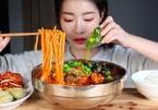 Chia sẻ video ăn thùng uống vại là phạm luật ở Trung Quốc