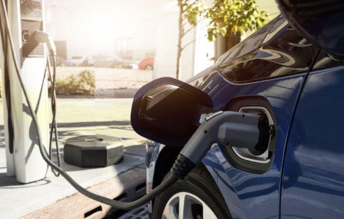Tại sao doanh số xe điện tăng 140%?