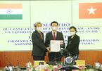 Bộ trưởng Nguyễn Mạnh Hùng trao tặng 100 máy thở cho nhân dân Ấn Độ