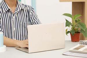 Những laptop mỏng nhẹ cho làm việc từ xa