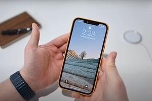 """Người dùng iPhone bị gọi là """"nô lệ kỹ thuật số"""" của Apple"""