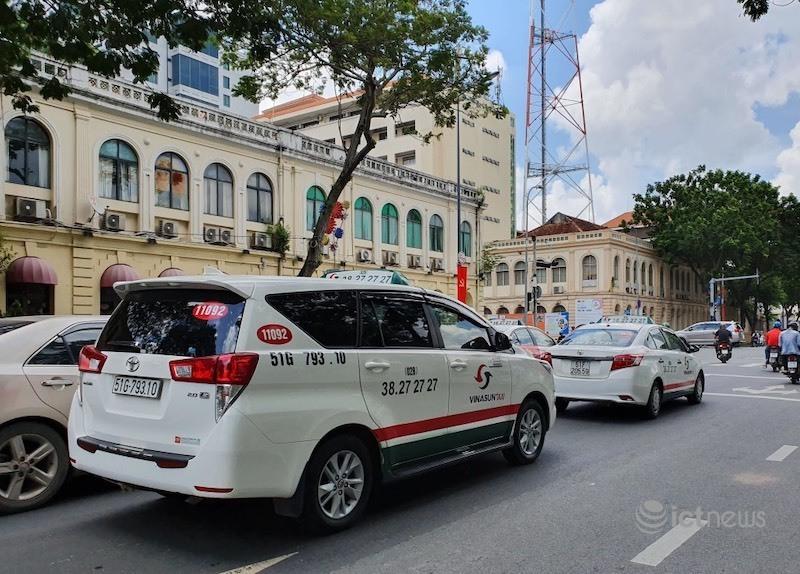 Taxi, taxi công nghệ chở khách tại TP.HCM phải mở cửa sổ