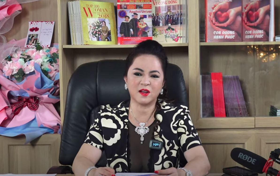 """Bà Phương Hằng hủy livestream tối 29/5, fanpage hàng trăm nghìn like """"biến mất"""""""