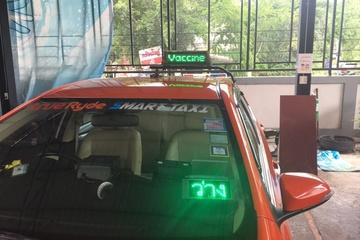 Tài xế taxi treo tín hiệu thông báo đã tiêm vắc-xin ở Thái Lan
