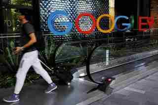 Thêm một hãng truyền thông Úc ký thỏa thuận béo bở với Facebook, Google