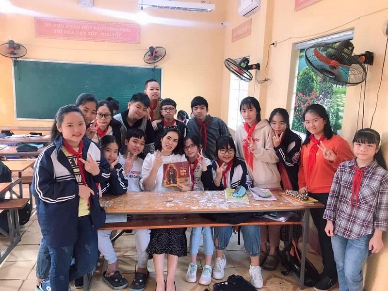 Cô giáo Ngô Hương: 'Cảm ơn MobiEdu đã kết nối cô trò chúng tôi'