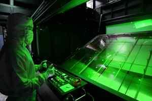 Samsung, LG hoãn kế hoạch ngừng sản xuất tấm nền LCD