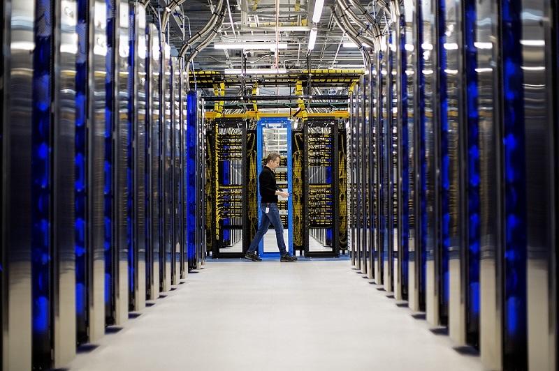Nhân viên Microsoft ngủ lại trung tâm dữ liệu do Covid-19