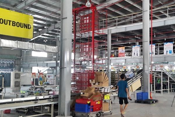 Người dân bắt đầu quen lên sàn điện tử mua hàng thiết yếu