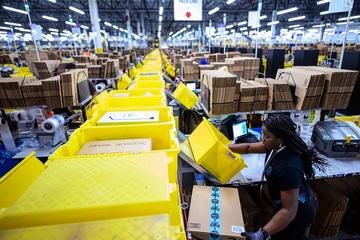 Một ngày của nhân viên kho Amazon trong đợt siêu khuyến mãi Prime Day