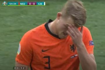 Không qua mắt được VAR, Hà Lan nhận chiếc thẻ đỏ nghiệt ngã