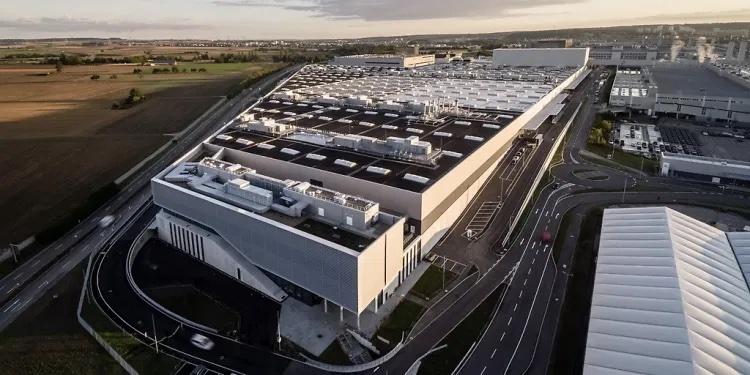 Bên trong một nhà máy sản xuất ô tô đạt chuẩn 4.0 có gì?