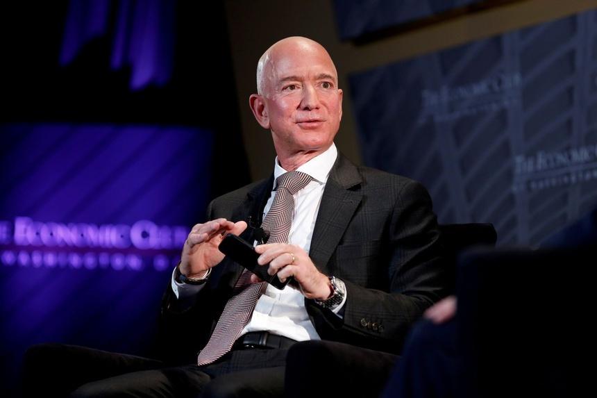 Ông chủ Amazon: Doanh nhân trẻ hãy sẵn sàng mạo hiểm và thất bại