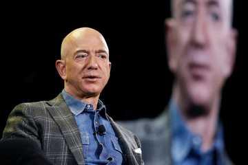 """CEO Amazon Jeff Bezos nghỉ hưu từ hôm nay,  tài sản """"khủng"""" đến cỡ nào?"""