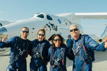 Tỷ phú Richard Branson hoàn thành chuyến bay lịch sử vào vũ trụ