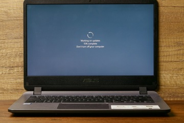 Microsoft vá hơn 100 lỗ hổng Windows