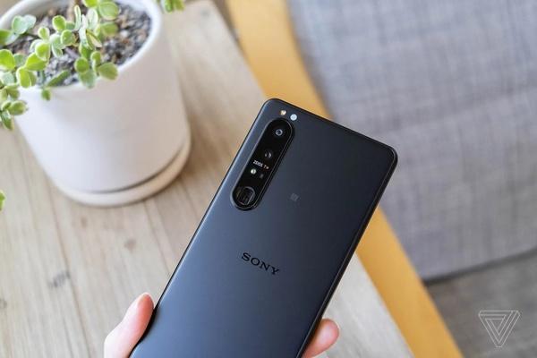 Sony đang trở lại thị trường di động