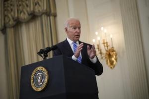 Tổng thống Mỹ hạ giọng, nói Facebook không giết người