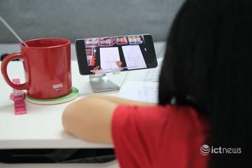 Đa số học sinh dùng điện thoại để học từ xa