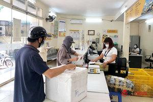 Những người hoạt động xuyên mùa dịch, đảm bảo vận chuyển hàng thiết yếu đến người dân
