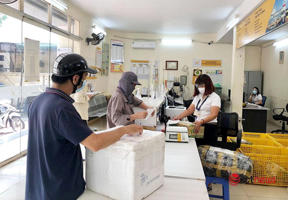 Bưu chính,nhân viên giao hàng